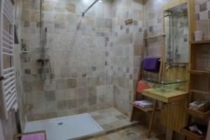 salle de bains chambre d'hôtes Occitane